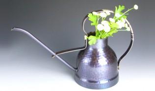銅花入花水注ぎ